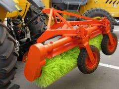 Щеточное оборудование на трактор ЛТЗ, МТЗ (МТЗ-80, МТЗ-82)